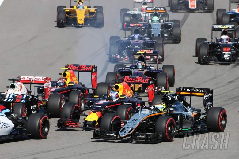 Ricciardo demands apology from team-mate Kvyat