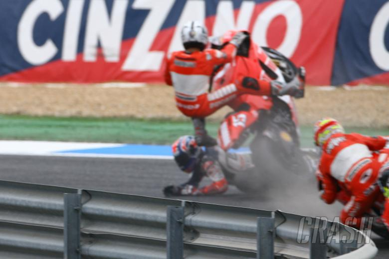 Gibernau and Stoner crash, Portuguese MotoGP Race 2006