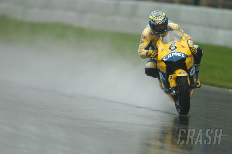 Tamada slides in the wet, Dutch MotoGP, 2004