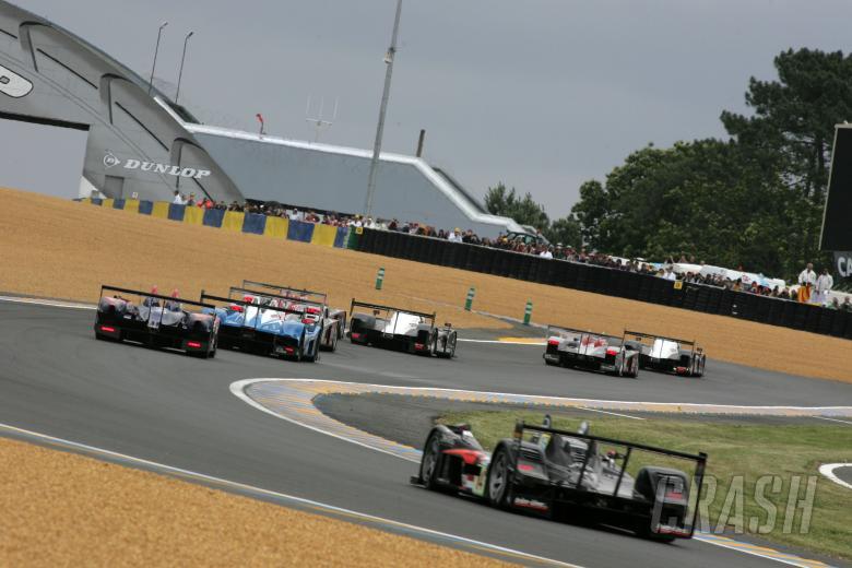 Le Mans 2007, Race Start - Peugeot leads