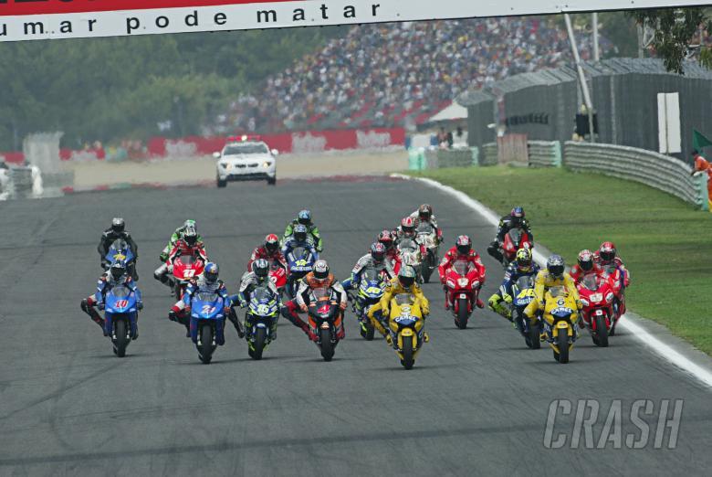 : Race start, Portuguese MotoGP Race 2004