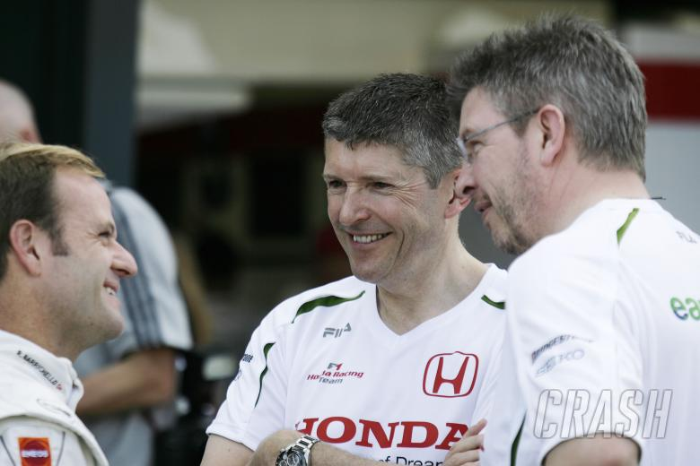 Rubens Barrichello (BRA) Honda RA108, Nick Fry (GBR) Sporting Director Honda, Ross Brawn (GBR) Team