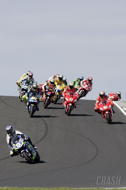 Gibernau breaks away, Australian MotoGP Race 2004