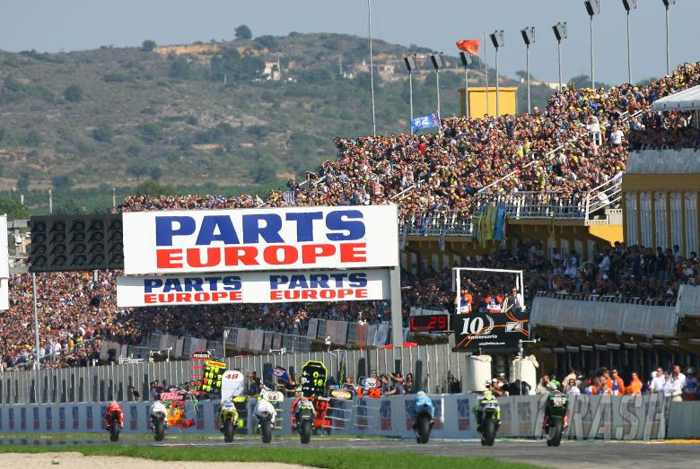 Stoner leads, Valencia MotoGP 2008
