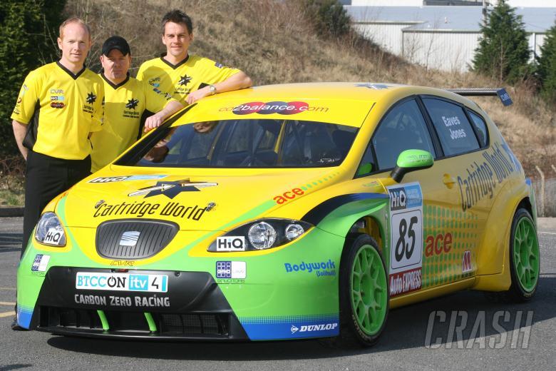 Adam Jones (GBR) Colin Neill, and Dan Eaves (GBR) - Colin Neill, Cartridge World Carbon Zero Racing