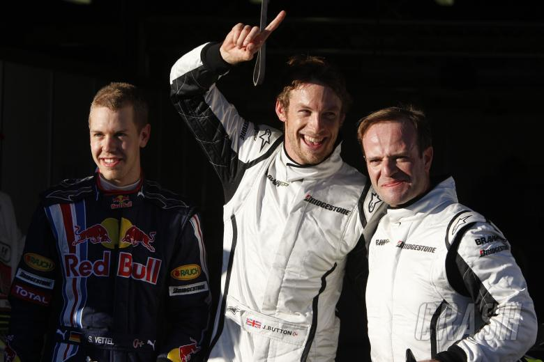 Sebastian Vettel (GER) Red Bull RB5, Jenson Button (GBR) Brawn BGP001, Rubens Barrichello (BRA) Braw