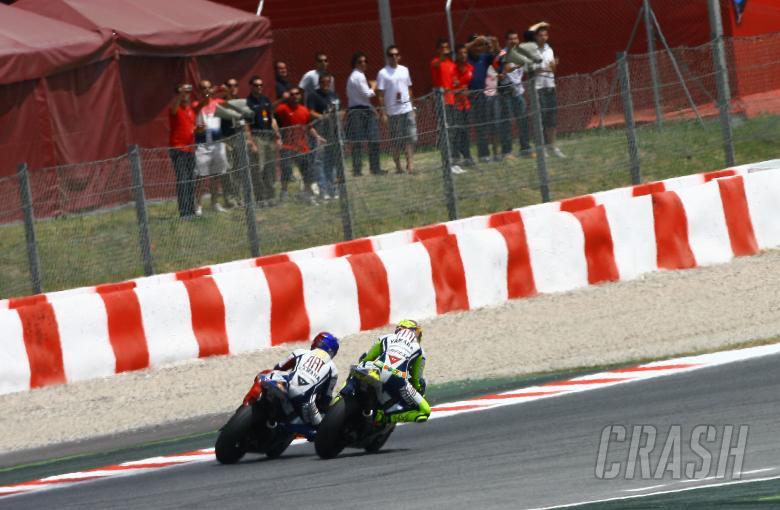 Lorenzo and Rossi last lap overtake, Catalunya MotoGP 2009