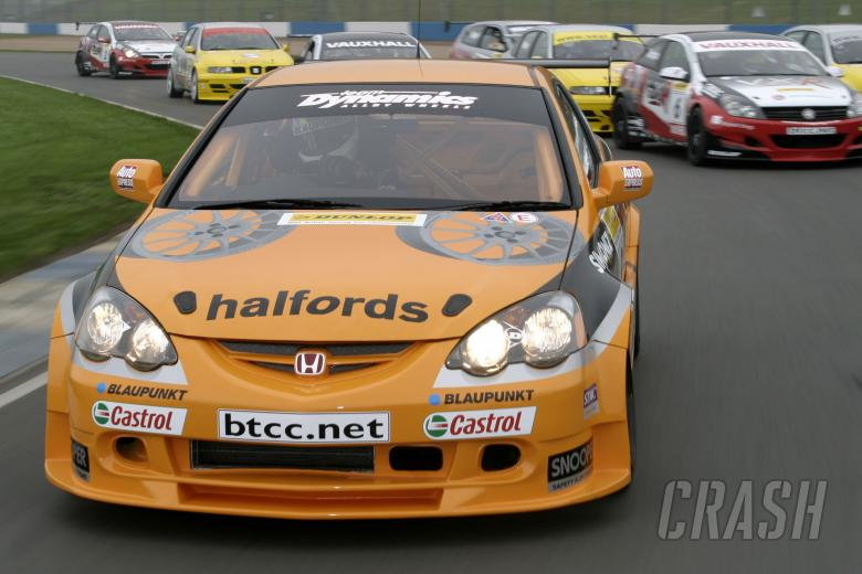 Team Halfords launch warrior attack for 2005.  03111dbc51daf