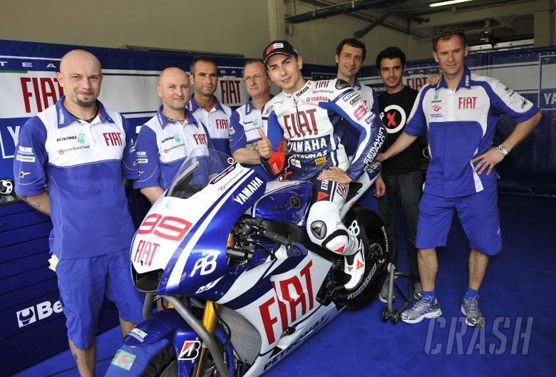 Lorenzo and team, Sepang MotoGP tests, 4th-5th February, 2010