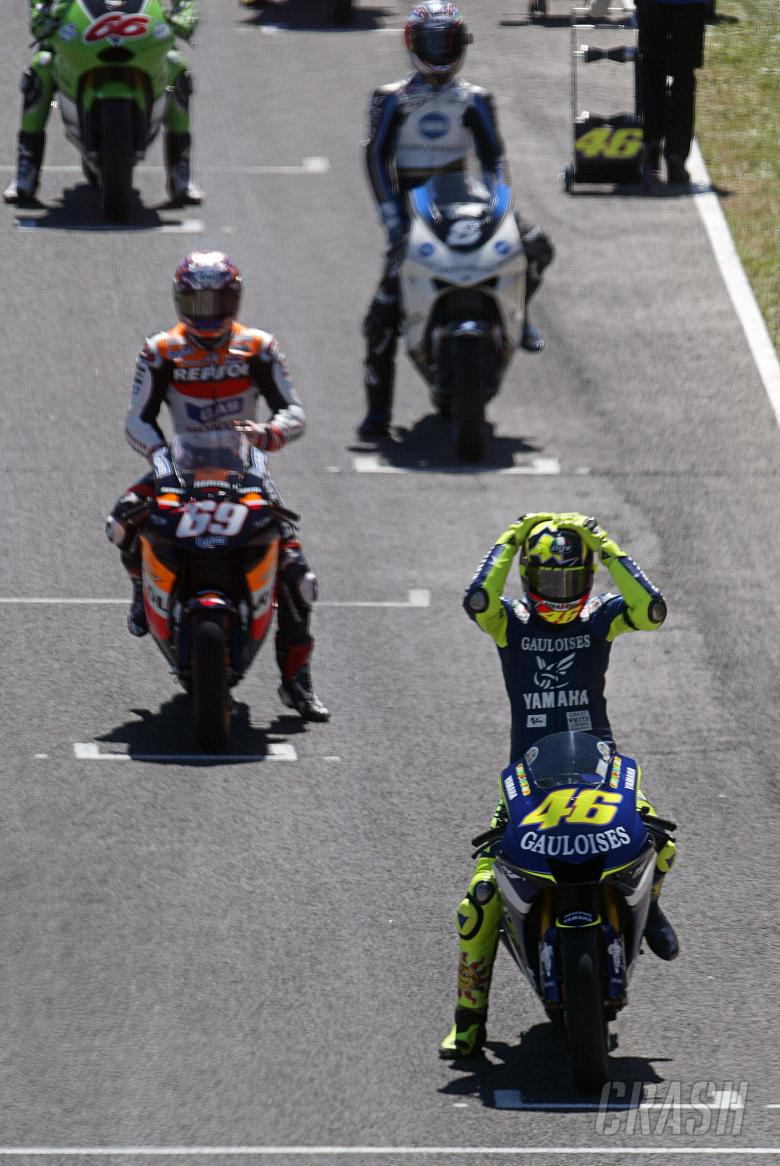 Motogp Is Rossi Better On A Yamaha Or Honda News Crash