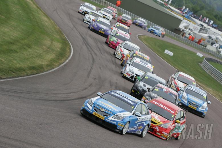 Start, Jason Plato (GBR) RML Silverline Chevrolet Chevrolet Cruze leads