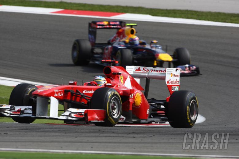 08.05.2011- Race, Fernando Alonso (ESP), Scuderia Ferrari, F-150 Italia leads Mark Webber (AUS), Red