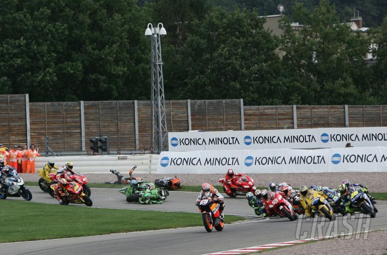 Hayden leads, Hofmann, Jacque and Byrne crash, German MotoGP, 2005