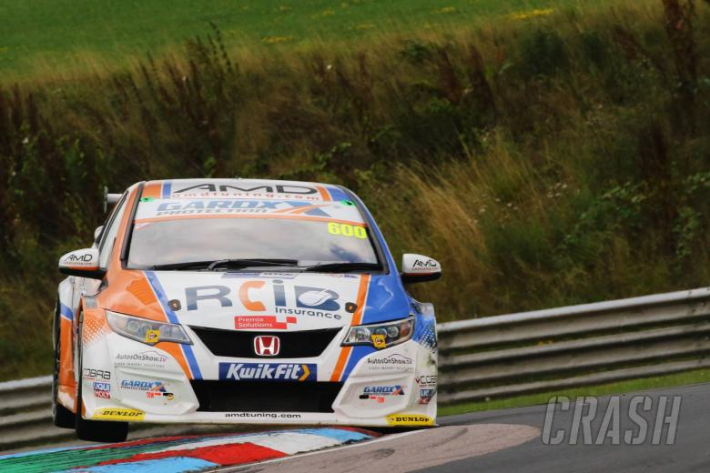 Tordoff converts pole to win in Thruxton opener