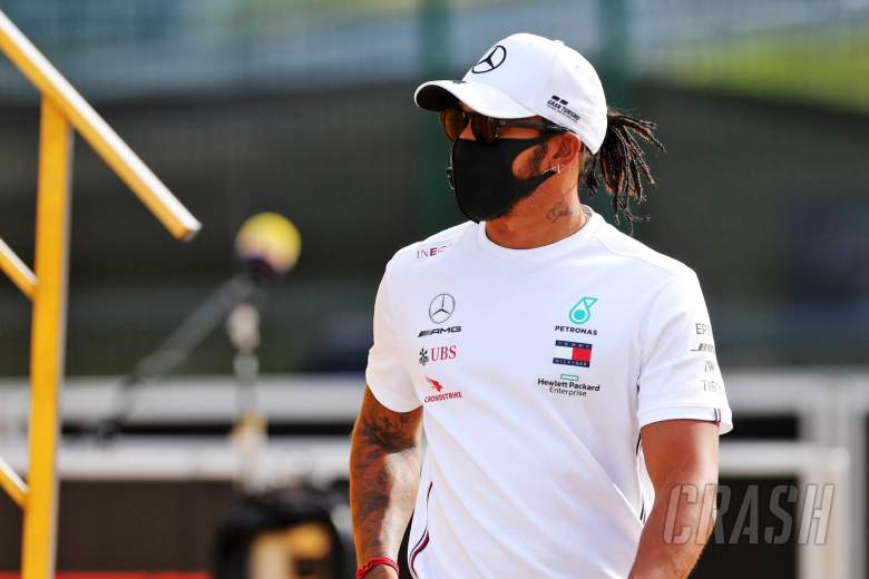 "'Not the right time' to sign ""big"" new Mercedes F1 deal - Hamilton"