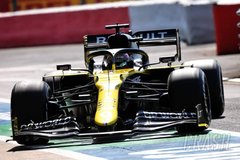 Renault breaks curfew as Ricciardo takes new F1 chassis