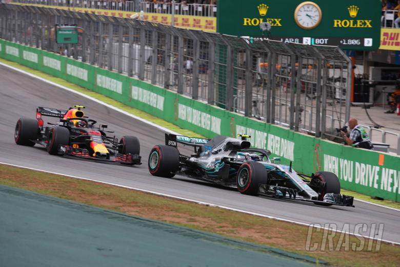 11.11.2018 - Race, Max Verstappen (NED) Red Bull Racing RB14 and Valtteri Bottas (FIN) Mercedes AMG F1 W09