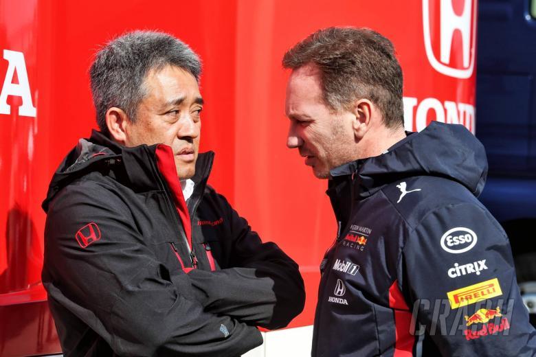 (L to R): Toyoharu Tanabe (JPN) Honda F1 Technical Director with Christian Horner (GBR) Red Bull Racing Team Principal. 21.02.2019.