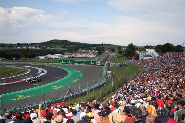 "Perez accuses Ricciardo of ""very disrespectful"" Q1 move"
