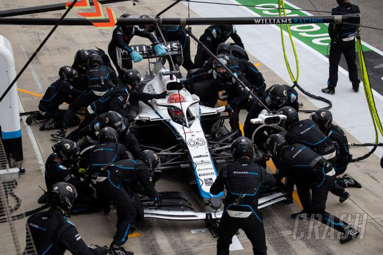 George Russell (GBR) Williams Racing FW43 makes a pit stop.