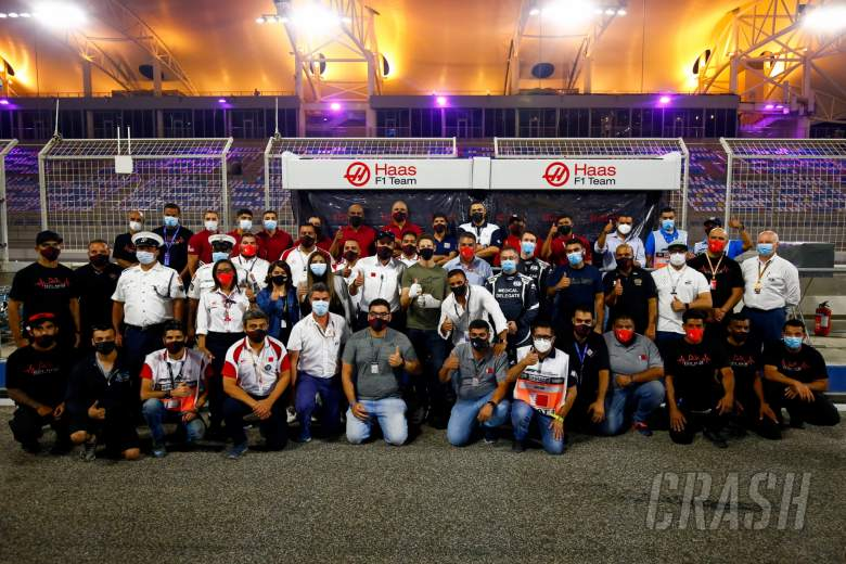 Romain Grosjean (FRA) Haas F1 Team with marshals, medical crew, including Alan Van Der Merwe (RSA) FIA Medical Car Driver, and Dr Ian Roberts (GBR) FIA Doctor, who assisted in his escape from the fiery crash at the Bahrain Grand Prix.