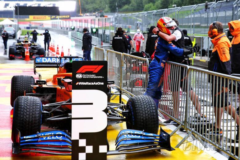 "Sainz 'risked everything' in ""stressful"" F1 Styrian GP qualifying"