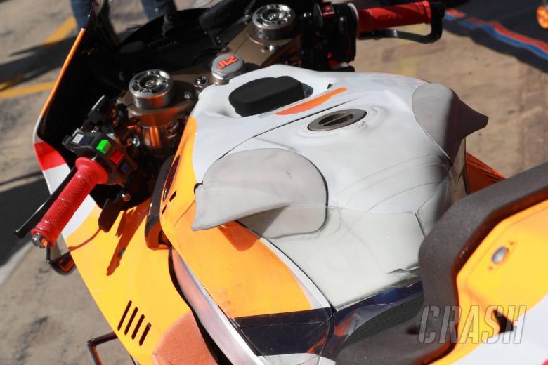 Lorenzo's Honda tank, Catalunya MotoGP 2019