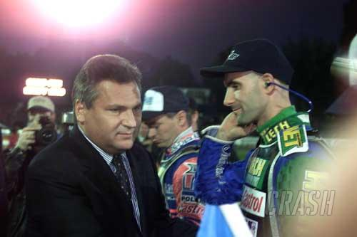 Gollob takes home GP - title rests on Hamar.