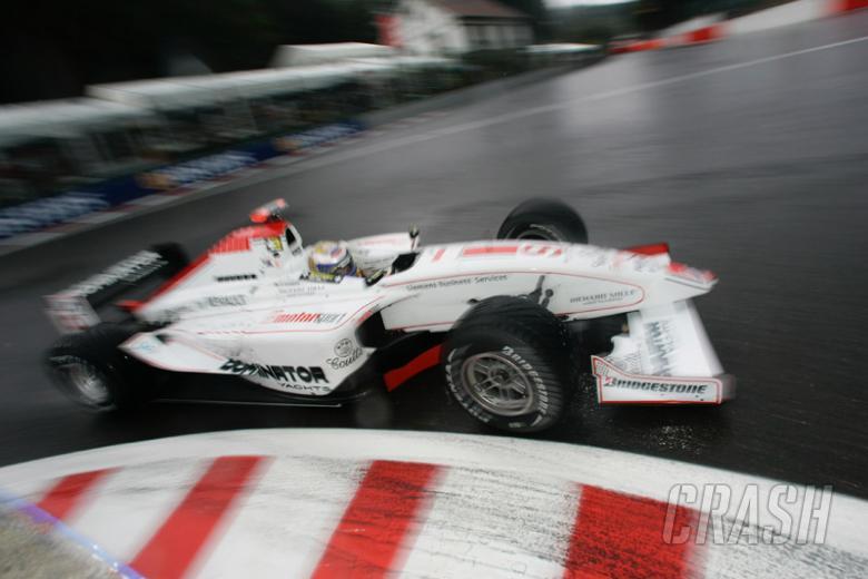 Spa 2005: Piquet survives crash-fest.