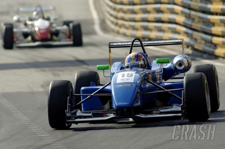 de Oliveira quickest in second Macau practice.