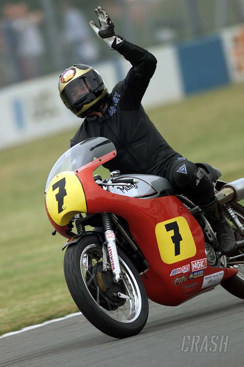 Sheene's widow to wave F1 chequered flag.