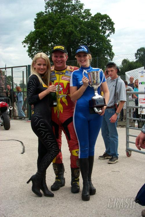 Jefferies wins Superstock for V&M at Oulton.