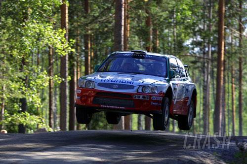Hyundai signs Loix and Kankkunen for 2002.