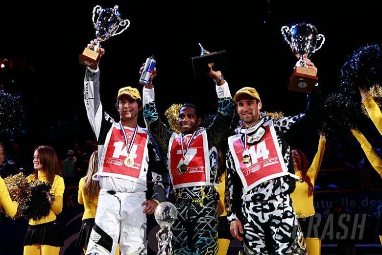 Stewart dominates Paris-Bercy Supercross.