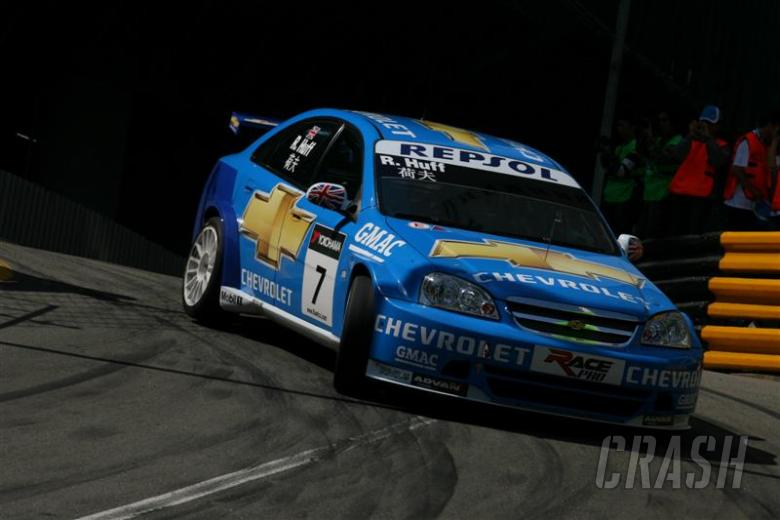 Huff triumphs after final lap carnage.