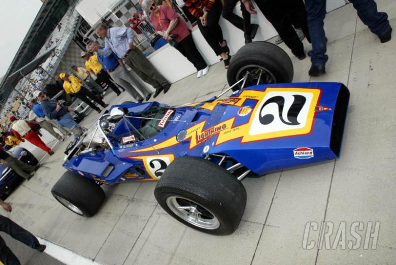 Series organises Indy legends race.