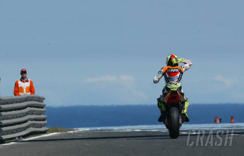 Rossi rides away with Phillip Island pole.