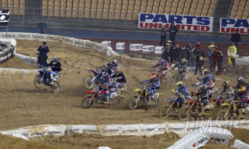 Hurley wins wet season opening World SX GP.