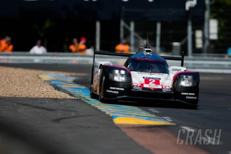 #2 Porsche Hartley Bamber Bernhard