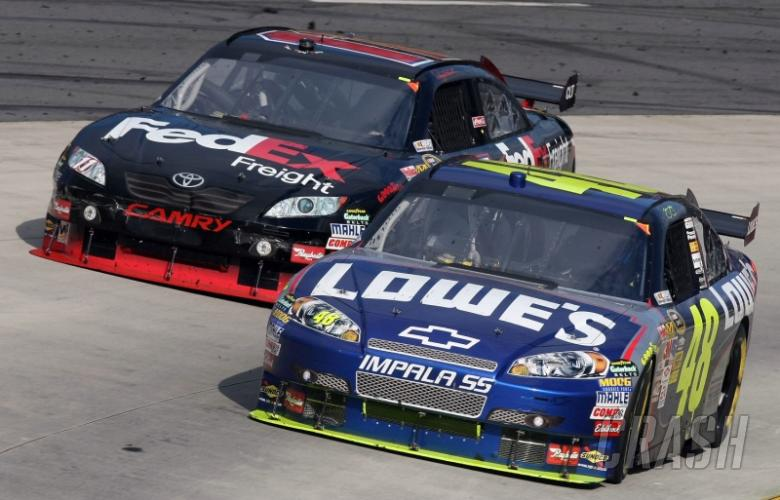 Late pass gives Johnson Martinsville victory.