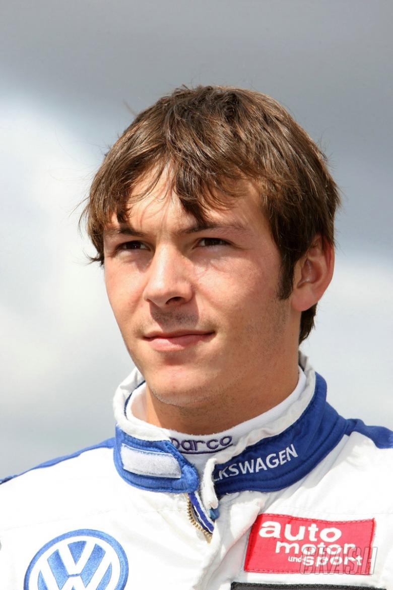 IL: Vernay wins on debut