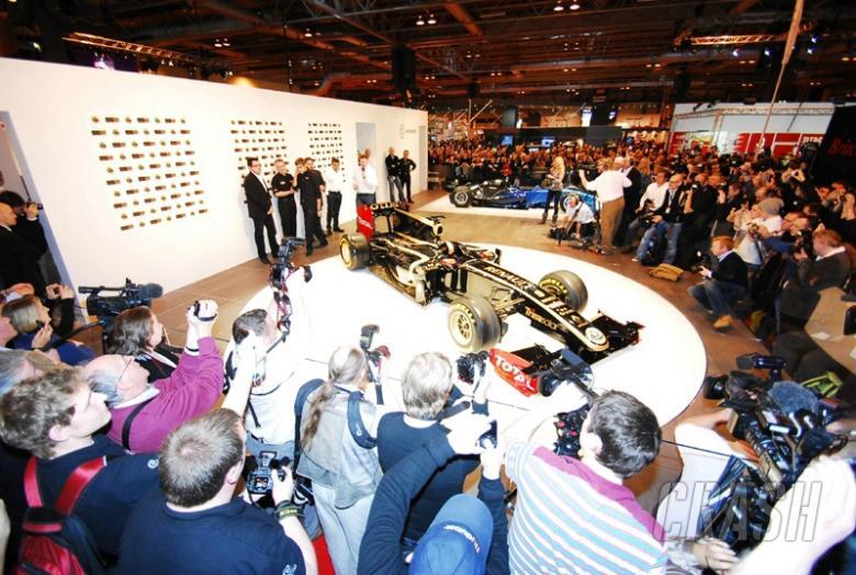 Lotus Renault debuts livery for 2011