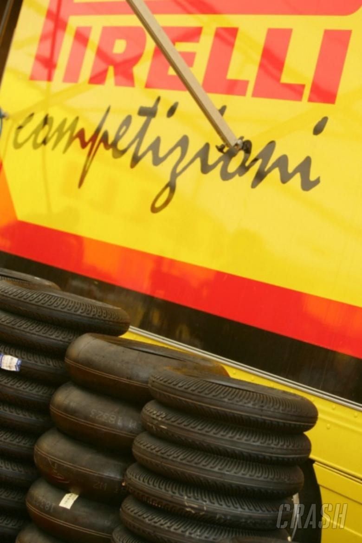 Pirelli introduce WSBK-spec tyres to BSB