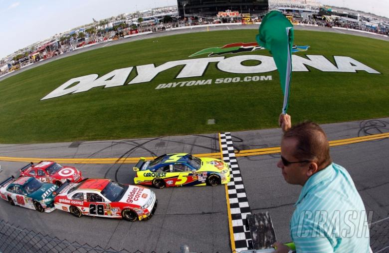 , - Mark Martin leads at the start of the second Gatorade Duel