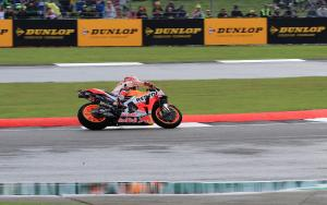 Silverstone moves MotoGP start time after wet chaos