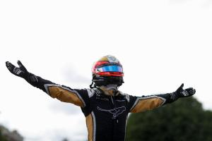 Dominant Vergne controls dramatic Paris E-Prix