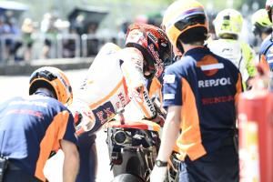 Marquez proposes 'lollipop man' for MotoGP bike swaps