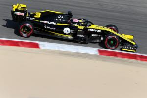 "Ricciardo ""overdriving"" Renault F1 car during adaption"