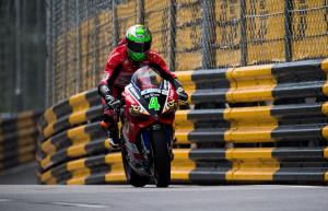 Macau GP: Irwin bags pole with record lap
