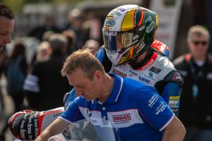 Hickman uses hybrid Smiths BMW for Superbike TT victory